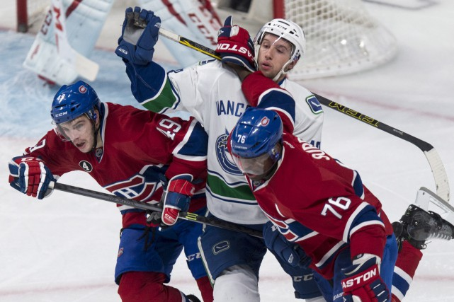Nick Bonino se retrouve coincé entre Bournival et... (La Presse Canadienne)