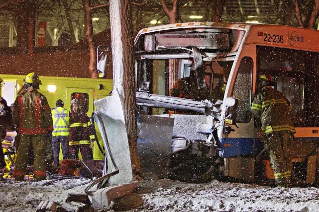 Le véhicule a dérapé et a percuté un... (PHOTO FÉLIX-OLIVIER JACQUES FOURNIER, COLLABORATION SPÉCIALE)