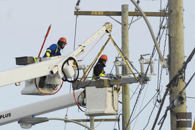 Hydro-Québec signalait plusieurs pannes électriques en Estrie mercredi matin. À... (Archives La Tribune)