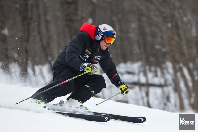 Erik Guay a testé la solidité de son... (Photo Martin Chamberland, La Presse)