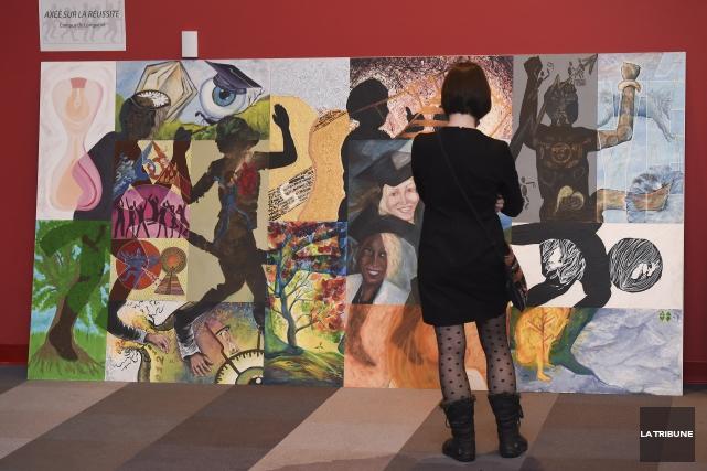 Un groupe de 16 étudiants au certificat en arts visuels ont dévoilé hier le... (Imacom, René Marquis)