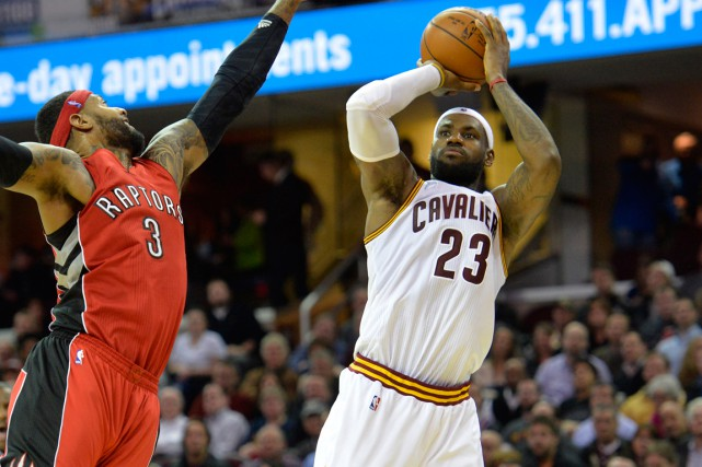 LeBron James (à droite) a inscrit 35 points dans... (Photo David Richard, USA Today Sports)