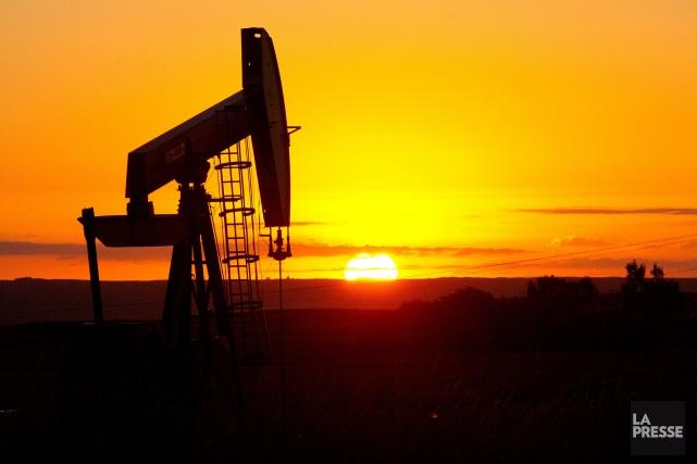 Le baril de «light sweet crude» (WTI) pour... (PHOTO KAREN BLEIER, ARCHIVES AFP)