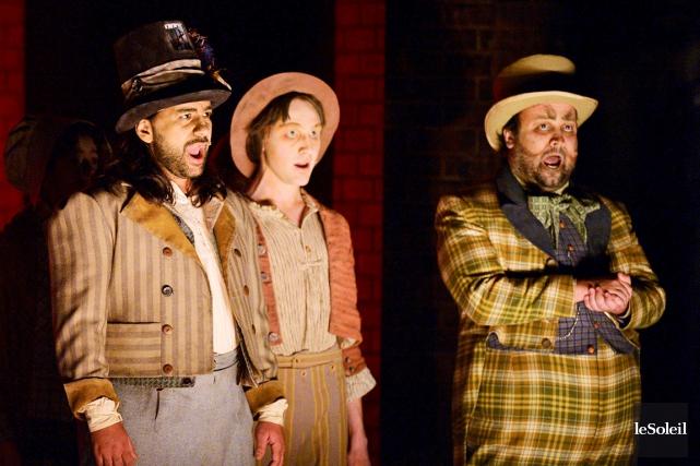 Plusieurs des acteurs ayant participé à la comédie... (Phothèque Le Soleil, Pascal Ratthé)