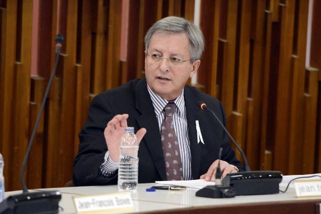 Le maire de Saguenay, Jean Tremblay, réagit vivement à l'annonce de la tenue... (Archives)