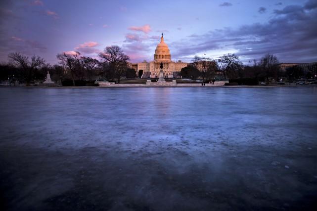 En cas d'adoption de la loi de finances... (PHOTO Brendan SMIALOWSKI, ARCHIVES AFP)