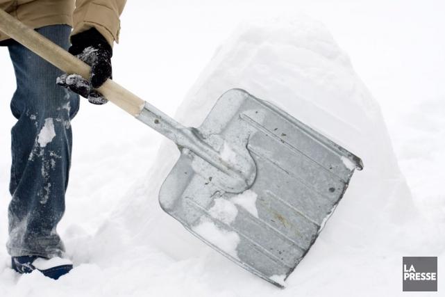 Un Ottavien de 84 ans a rendu l'âme jeudi matin en dégageant la neige qui... (Archives, La Presse)