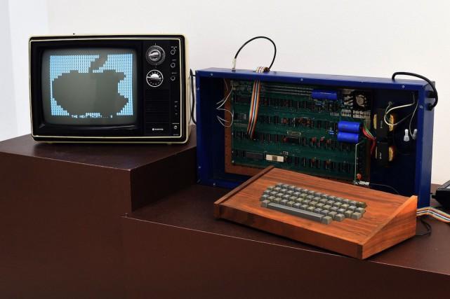 L'ordinateur Apple-1 est le dernier exemplaire vendu directement... (PHOTO Timothy A CLARY, AFP)