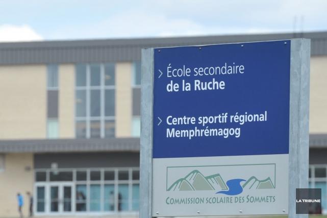L'école secondaire de la Ruche à Magog a été évacuée jeudi en milieu... (Archives La Tribune)
