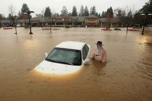 La Californie affrontait jeudi sa plus violente tempête depuis trois ans avec... (Photo Kent Porter, AP)