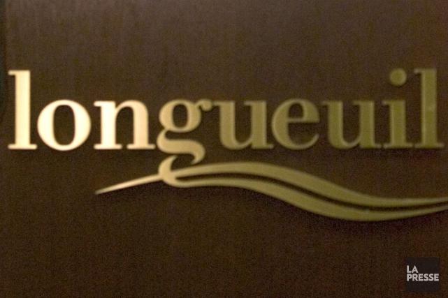 La nouvelle politique de déneigement de Longueuil qui prévoit de souffler la... (PHOTO ARCHIVES LA PRESSE)