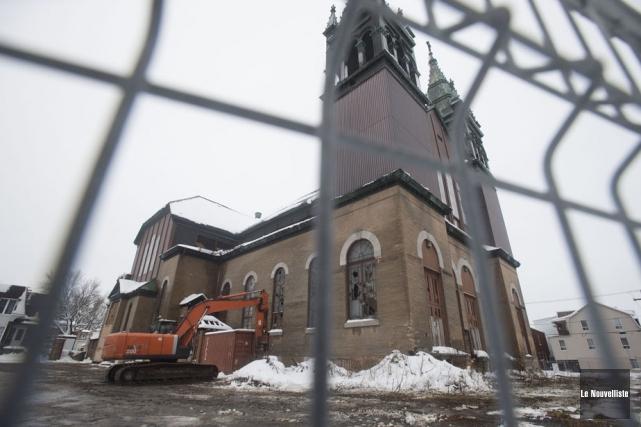 Le démantèlement des clochers de l'église Saint-Philippe commencera... (Photo: Stéphane Lessard, Le Nouvelliste)