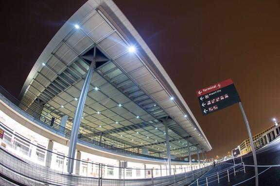 Le nouvel aéroport de la capitale, dont les... (PHOTO PATRICK PLEUL, AFP/DPA)