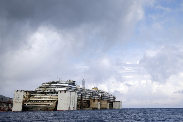 Le naufrage du Costa Concordia a fait 32 morts... (PHOTO GREGORIO BORGIA, ARCHIVES AP)
