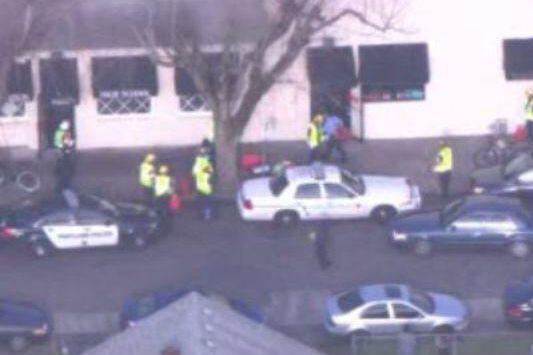 Quelqu'un a ouvert le feu sur un groupe de jeunes personnes à l'extérieur d'une... (Photo Twitter)