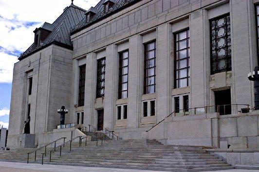 2012 - La Cour suprême du Canada statue que les télévisions généralistes ne...