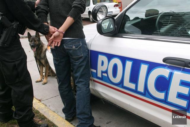 Un homme de 25ans a été arrêté pour avoir causé un accident avec une blessée... (Patrick Woodbury, Archives LeDroit)