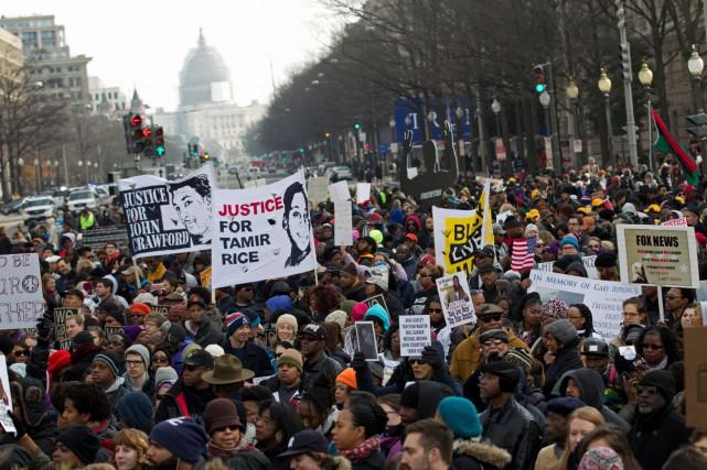 Les organisateurs avaient prédit la présence de 5000... (Photo AP, Jose Luis Magana)