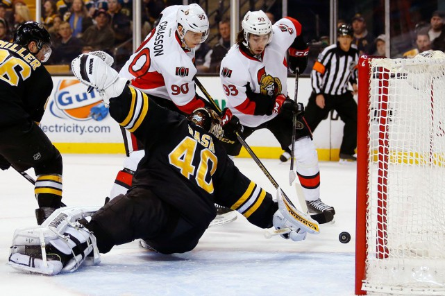 Alex Chiasson (90) et Mika Zibanejad (93) pouchassent... (Winslow Townson, Associated Press)