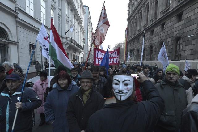 Des rassemblements contre le gouvernement Orban ont été... (Photo Tibor Illyes, AP)