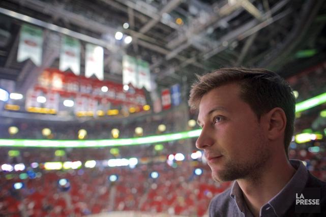 Gabriel Nadeau-Dubois n'a jamais joué au hockey organisé.... (PHOTO ANDRÉ PICHETTE, LA PRESSE)