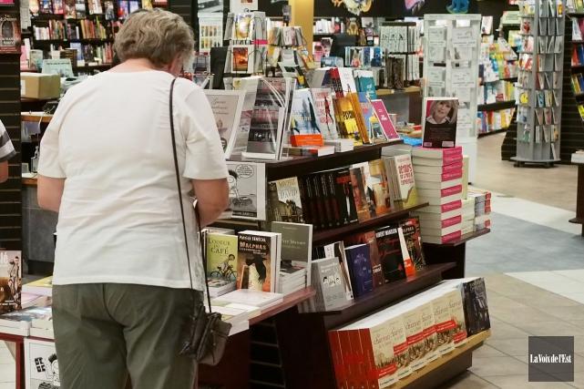 Les ventes annuelles de livres neufs ont connu une légère augmentation en 2013... (Archives La Voix de l'Est)