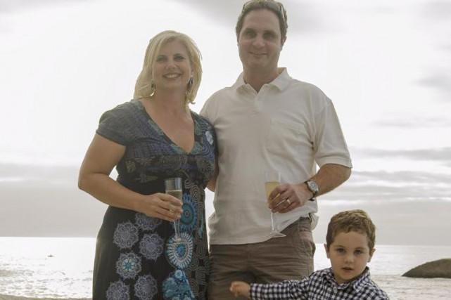 François Rozon, sa femme Lyndsay, leur fils Xavier.... (PHOTO FOURNIE PAR FRANÇOIS ROZON)