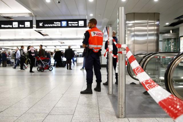 L'aéroport de Zurich avait été partiellement fermé lundi... (Photo: Reuters)