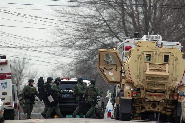Les rues ont été fermées dans le secteur... (Photo: AP)