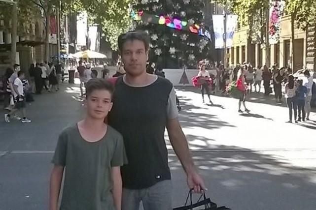 Marc-André Dubois et son fils Benjamin, photographiés la... (photo fournie)