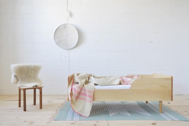 Ce lit de transition en érable cache une... (Photo fournie par Objets Mécaniques)