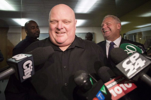 Rob Ford aux côtés de son frère Doug... (Photo Chris Young, archives La Presse Canadienne)