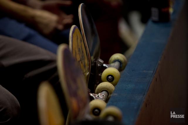 Plusieurs adeptes de la planche à roulettes (skateboard) célèbrent une «fête de... (PHOTO OLIVIER JEAN, ARCHIVES LA PRESSE)