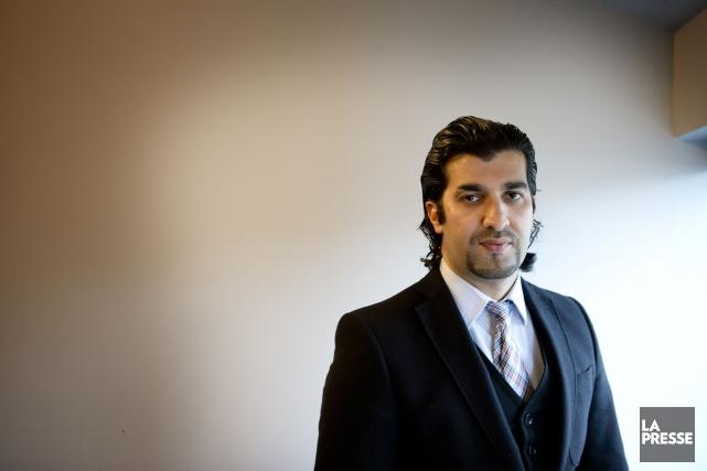 Adnane Bazizi, 36 ans, forme les futurs agents... (PHOTO MARCO CAMPANOZZI, LA PRESSE)