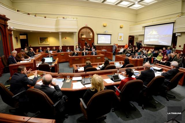 Les séances du conseil municipal seront désormais disponibles en ligne en... (Archives La Tribune, Frédéric Côté)