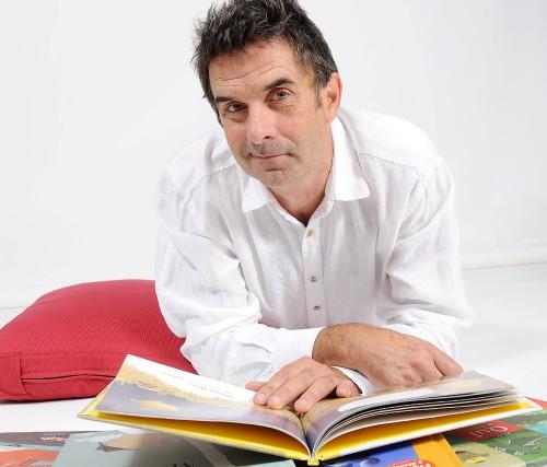Yves Nadon est enseignant à la retraite, père, grand-père, auteur, éditeur,...