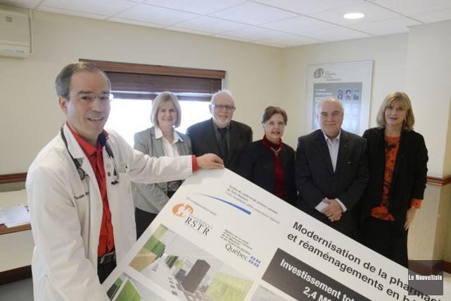 À l'avant, le Dr Christian Carrier, hémato-oncologue. À... (Photo: Sylvain Mayer, Le Nouvelliste)