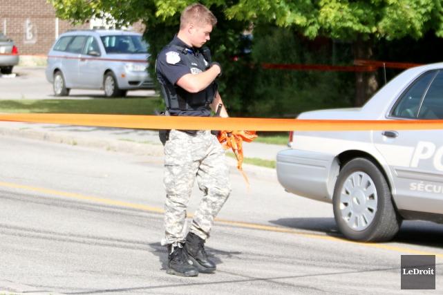 Les policiers de Gatineau abandonnent le pantalon de camouflage et retournent à... (PHOTO ARCHIVES LE DROIT)