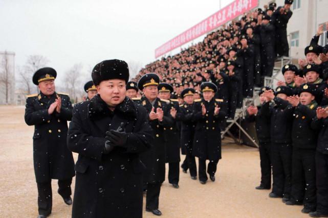 Le leader Kim Jong-un visite une unité de... (PHOTO ARCHIVES AFP/KCNA)