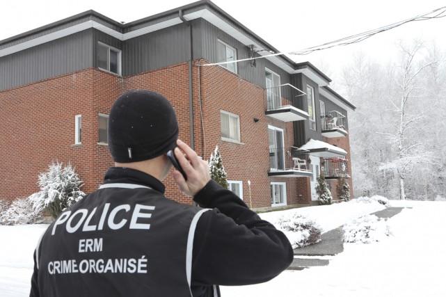 Les policiers de la Sûreté du Québec, en... (photo Alain Dion)
