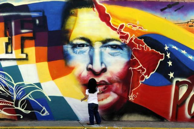 Une fresque représentant Hugo Chavez... (AFP, Juan Barreto)