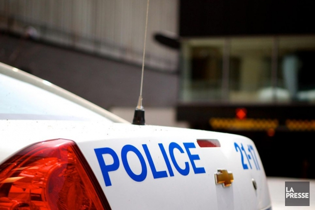 Un policier du SPVM a distribué 50 billets... (Photo archives La Presse)