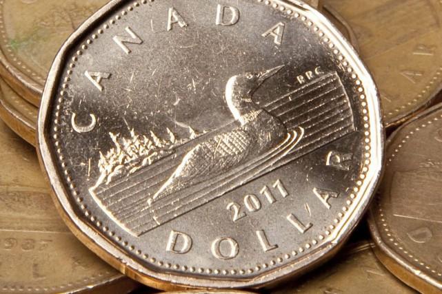 Pour chaque dollar de revenu disponible ajusté des... (PHOTO JONATHAN HAYWARD, ARCHIVES PC)