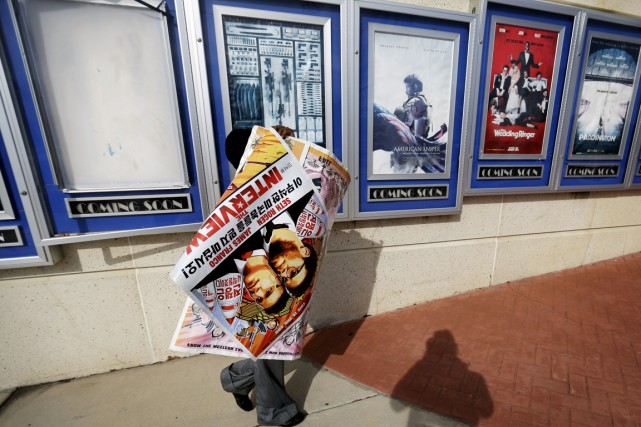 Les affiches du film The Interview ont été... (PHOTO DAVID GOLDMAN, ARCHIVES AP)