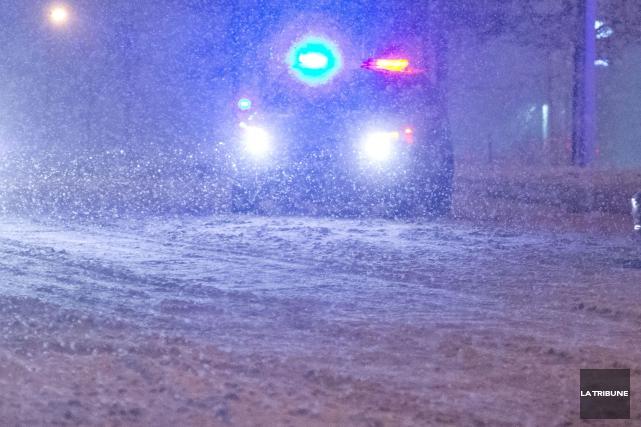 Une collision frontale survenue jeudi soir vers 22h45 à Waterville a fait un... (Archives La Tribune, Julien Chamberland)