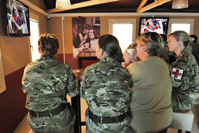 Pour l'instant, les femmes de l'armée britannique sont... (PHOTO BAY ISMOYO RM-GLOBE, ARCHIVES AFP)