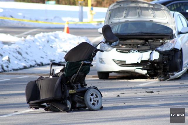 Une personne se déplaçant en chaise roulante électrique a été happée par une... (ETIENNE RANGER, LeDroit)