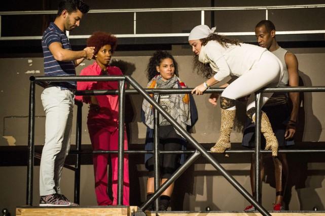 Des acteurs américanos-cubains répètent Rent dans un théâtre... (Photo: AFP)