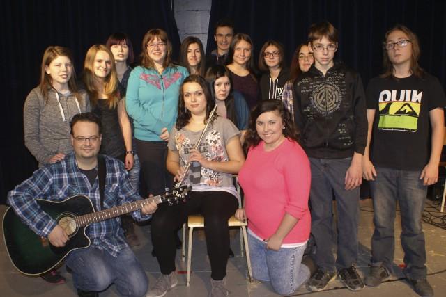 Accompagnés de leur enseignant Sébastien Simard et de... ((Photo Mélissa Viau))
