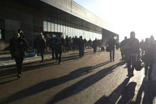 Un individu turbulent aurait forcé l'évacuation de l'aéroport international de... (Photo tirée de Twitter/@MyMcMurray)